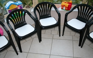 stapelstoel met wit kunstleren zitvlak