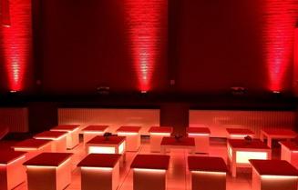 verhuur huren verlichte lounge materiaal meubilair  verhuur antwerpen